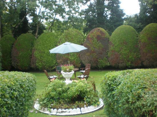 Ard na Greine: Garden for tea