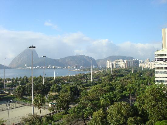 Hotel Novo Mundo: daytime view from our room, sugar loaf on left