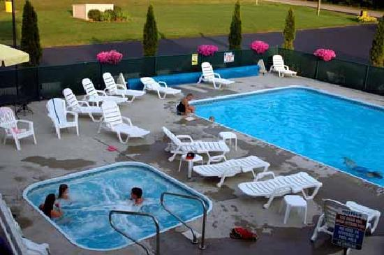 Sierra Sands Family Lodge: Heated Outdoor Swimming Pool & Spa
