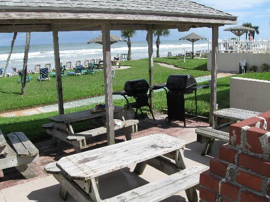 Ocean Court Motel Bbq Area