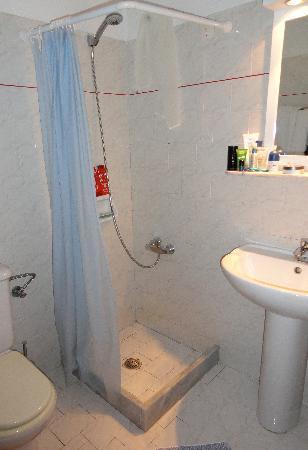 Blue Bay Hotel: Bathroom