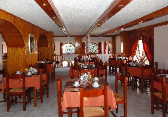 Blue Bay Hotel: Breakfastroom