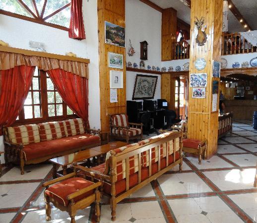 Blue Bay Hotel: Hotel lounge