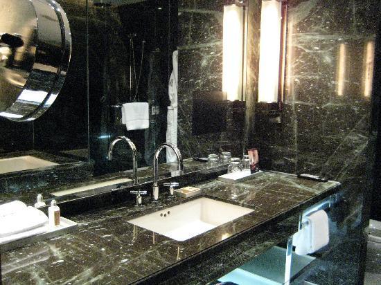 The Hazelton Hotel: Powder Room