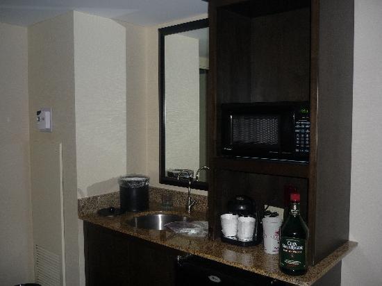Embassy Suites by Hilton Memphis: Mini-bar