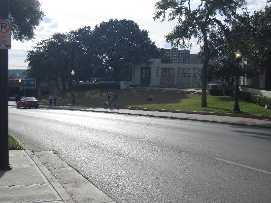 The Sixth Floor Museum/Texas School Book Depository: The Grassy Knoll
