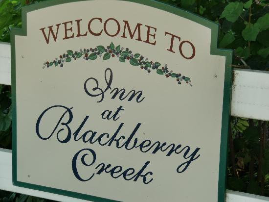 Inn at Blackberry Creek: Welcome sign