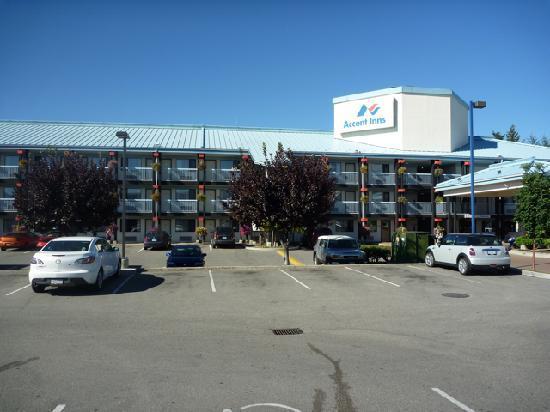 Accent Inn Kelowna: Hotel front