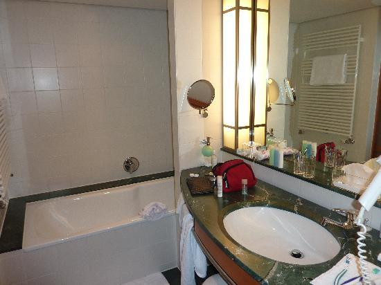 The Mandala Hotel: Badezimmer