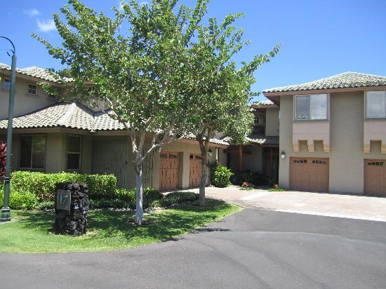Fairways at Mauna Lani: Typical Townhome driveway