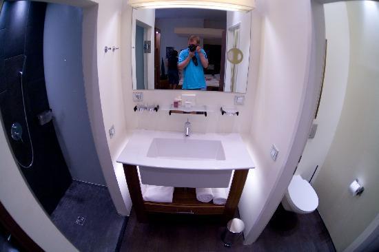 Hotel Rathaus Wein & Design : bathroom in Hotel Rathaus
