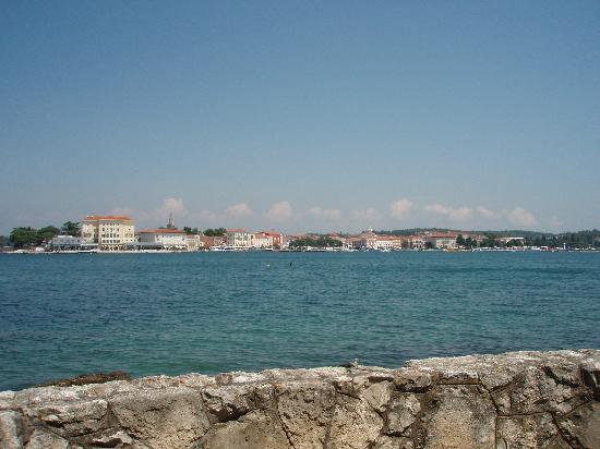 Blick auf Porec von der Insel Sveti Nikola