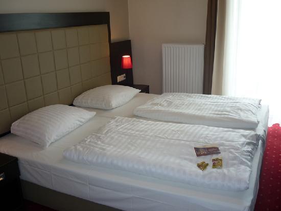 Novum Hotel Savoy Hamburg Mitte: Our room