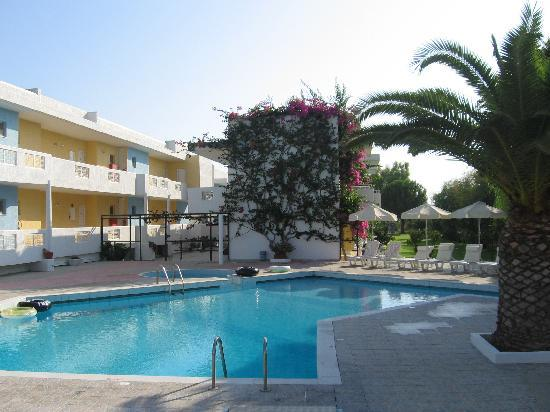 Golden Star Hotel Apartments: piascina