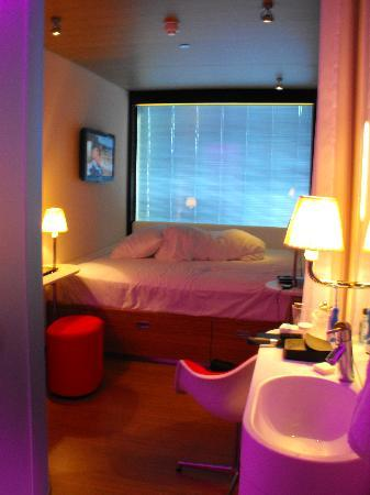 citizenM Glasgow: Room view 2