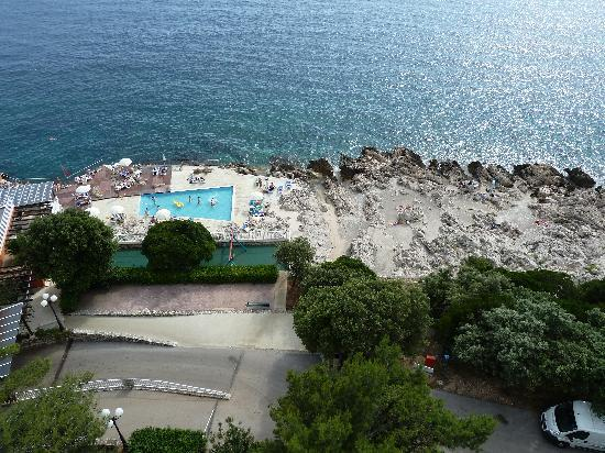 Importanne Resort Dubrovnik: hotel pool view from balcony