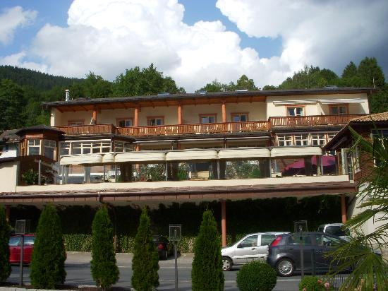 Hotel Villa am See: View from street to hotel