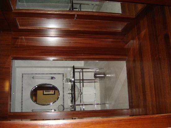 Baño Con Inodoro Separado: izda el inodoro separado: fotografía de The Westin Valencia, Valencia