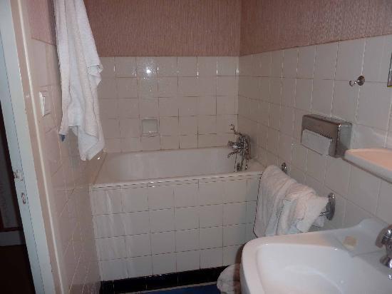 La baignoire sabot de la salle de bain - Photo de Le Menestrel, Les ...