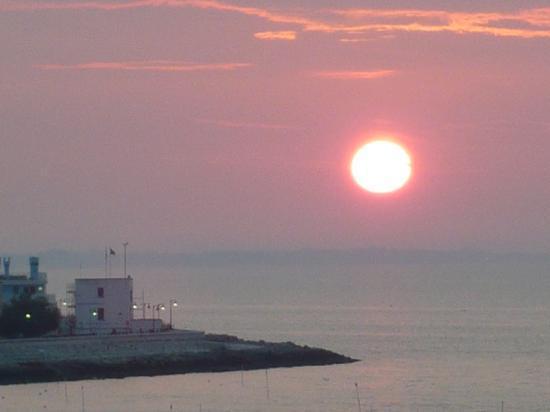 Hotel Tritone: Sonnenaufgang vom Balkon um 6.30 Uhr