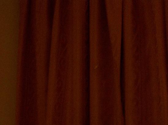 Sphinx Hotel: Tandpasta aan het gordijn