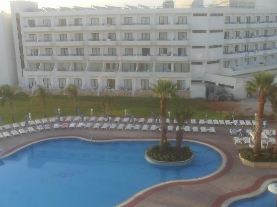 Tsokkos Beach Hotel: View Across To The Odessa Hotel