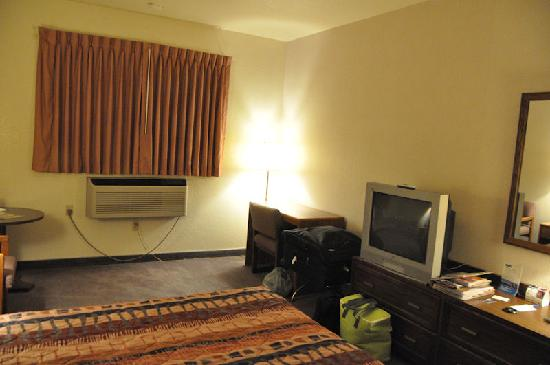 Motel 6 Richfield: coin tv