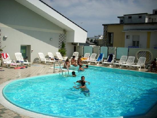 Hotel Principe: Piscina e solarium