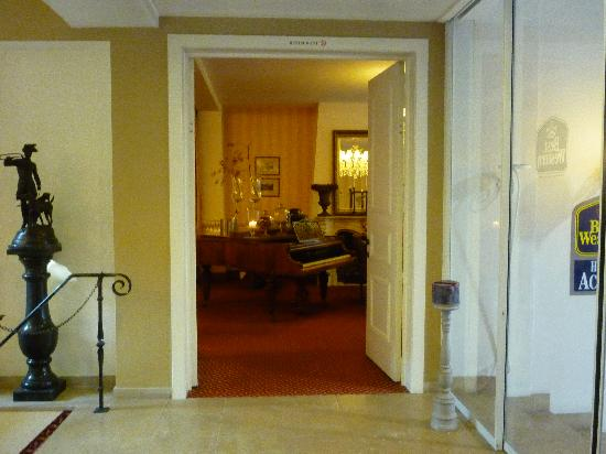 Hotel Acacia: entry to the breakfast room