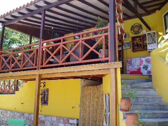 Ionia Hotel Skopelos: Hotel bar.