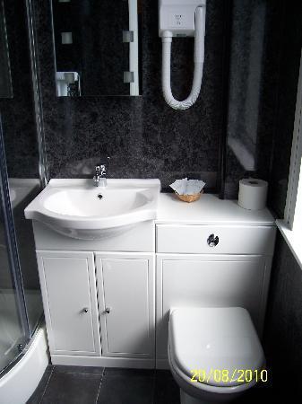 Canterbury Lodge: Bathroom