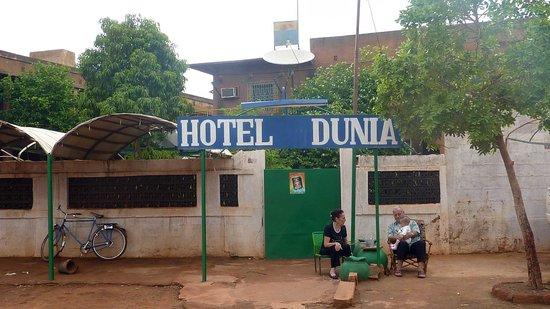 Ouahigouya, Burkina Faso: Hotel Dunia with it's owners