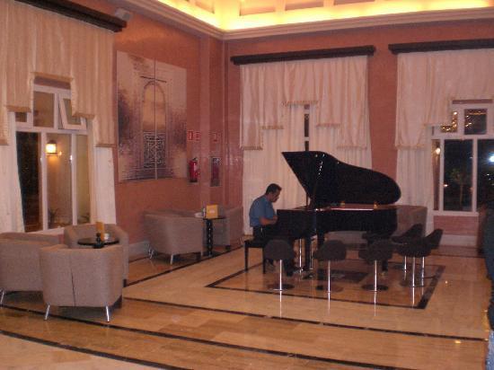 Be Live Collection Saidia: piano bar