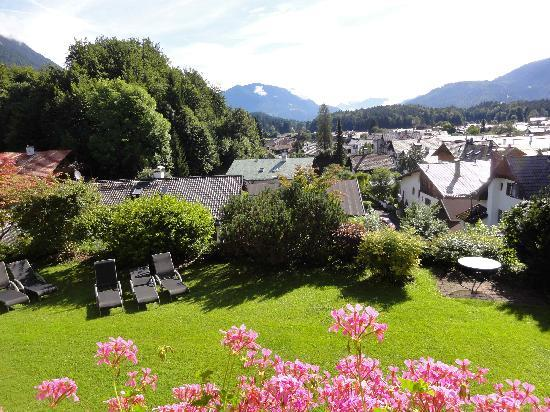 Romantik Alpenhotel Waxenstein: ベランダからの眺め
