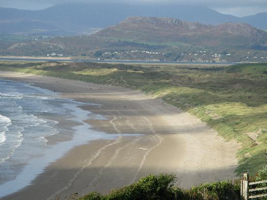 Castle Cottage Restaurant with Rooms: Harlech Beach