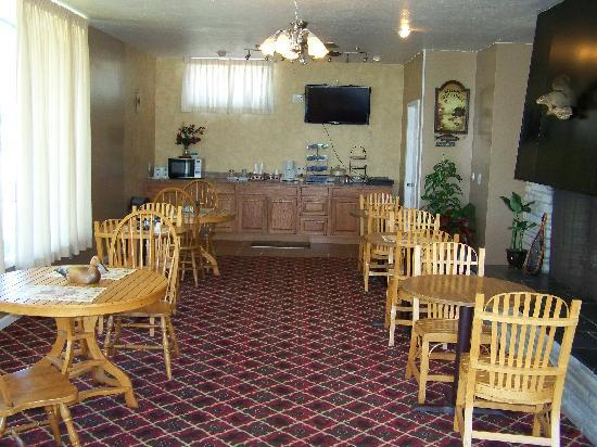 Lake Erie Lodge: Breakfast Area