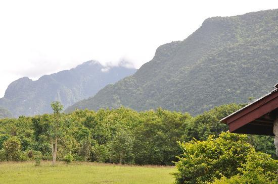 Vang Vieng Eco Lodge: View in front of Bungalow