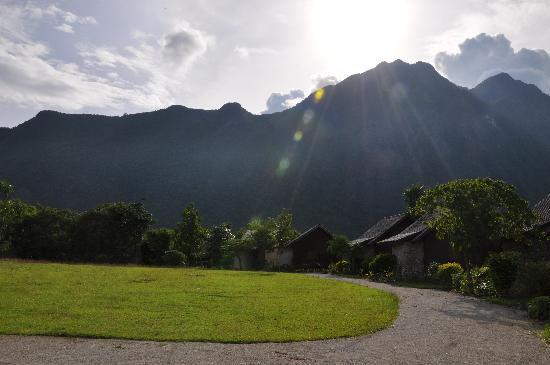 Vang Vieng Eco Lodge: View from Front