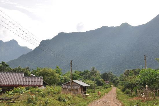 Vang Vieng Eco Lodge: Road from Eco Lodge to Main Road