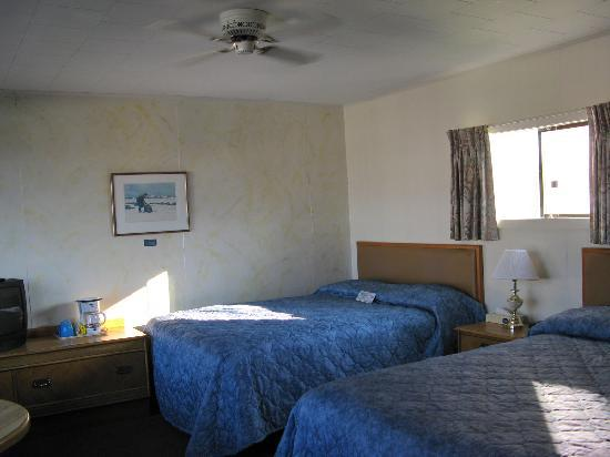 Blue Bay Motel: 2 queen beds 2nd floor