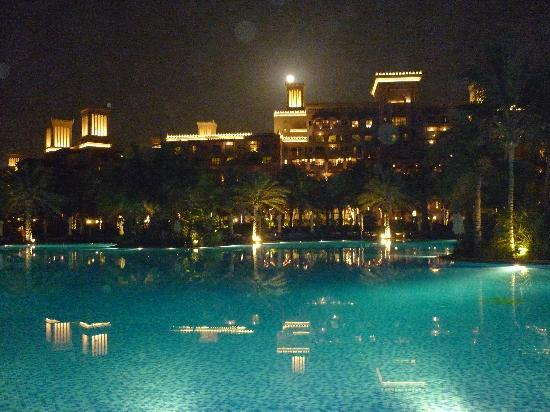 Jumeirah Dar Al Masyaf at Madinat Jumeirah: la piscine by night