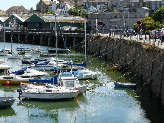 Пензанс, UK: Der Hafen von Penzance bei Ebbe
