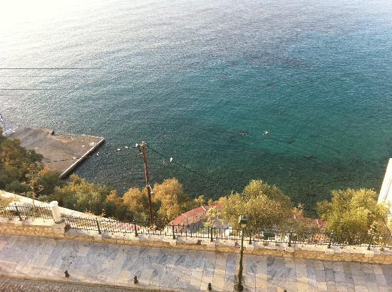 Syrou Melathron: View of the swimming area from the hotel