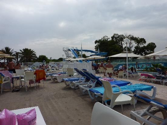 Samira Club: piscine