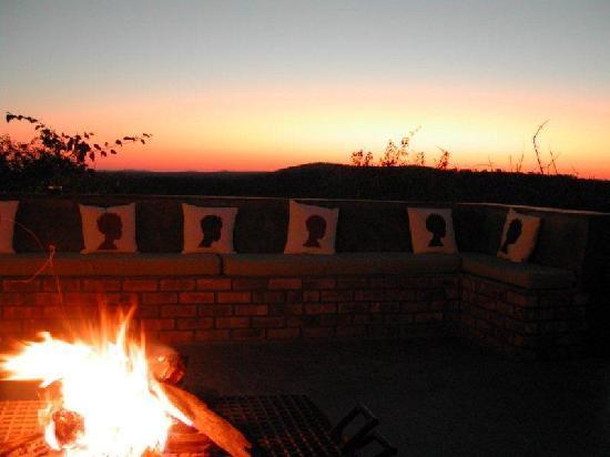 Etosha Safari Lodge: Feuerstelle