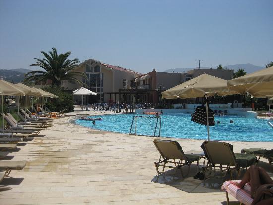 Minos Mare Hotel: Poolen