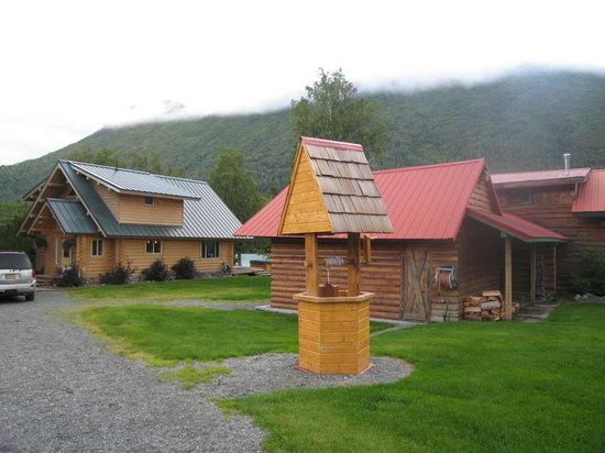 Eagle Landing Resort: Outside Eagle Landing Grounds
