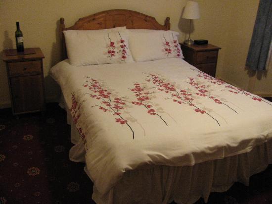 """The Argyll Inn : """"our""""bed"""