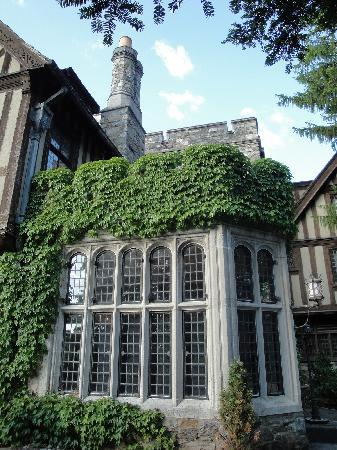 The Castle at Skylands Manor: Outside breakfast room and bridal suite deck