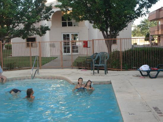 Red Roof Inn Amarillo West : Kids enjoyed the pool